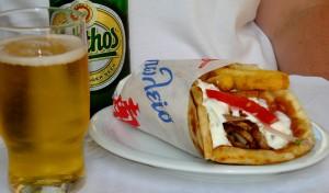 Mythos sör és gyros pitában