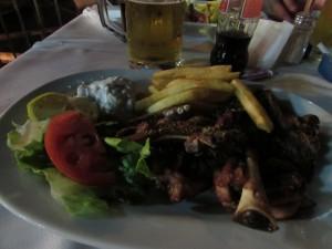 Neos Marmaras tengerparti étterem, báránytoka