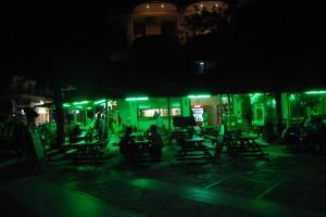 Sarti étterem éjszaka