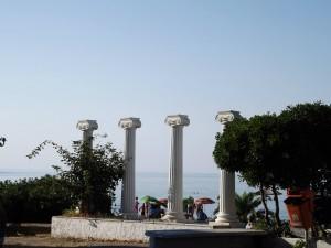 Platamon strand környéke